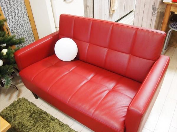 リビングの赤ソファ