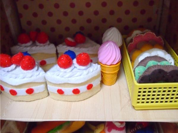 ホールケーキとドーナツ
